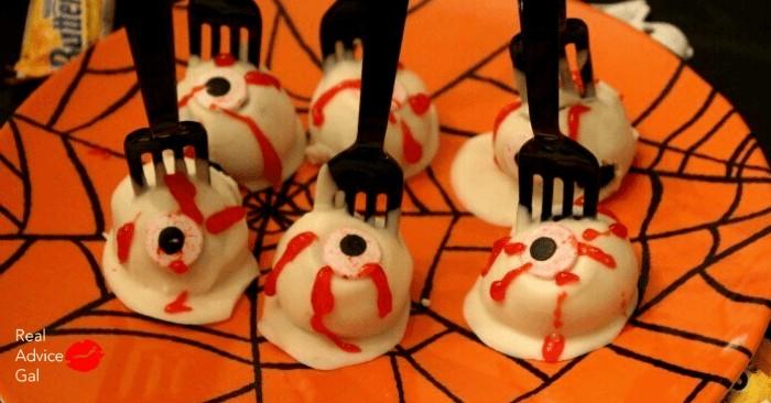 Spooky Halloween Eyeballs - Chocolate Cake Pops Recipe