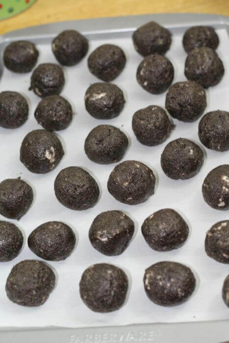 Oreo Cookie Balls roll them into 1 inch balls