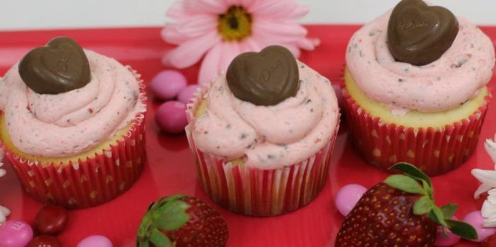A plate of Valentine's Day cupcakes