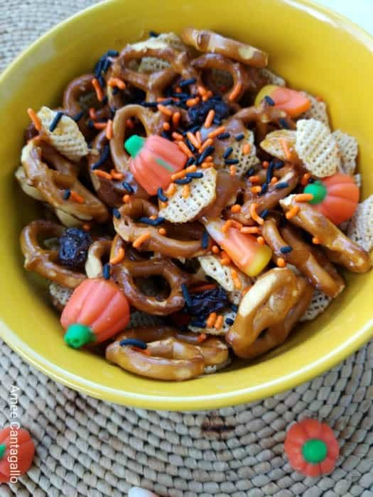 Yummy Halloween snack mix. A great fall snack for kids and perfect for Halloween parties.